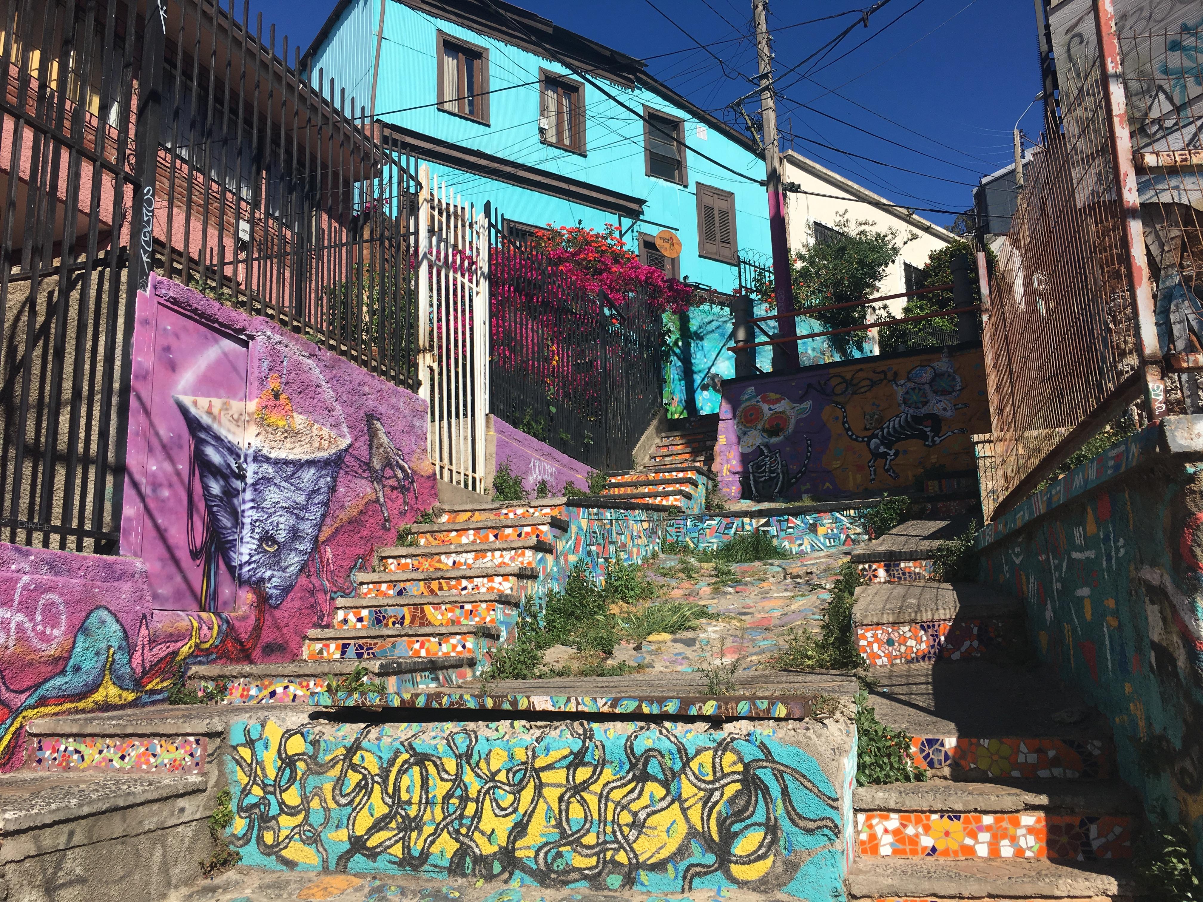 Street Art Heaven in Valparaíso | beethetraveler