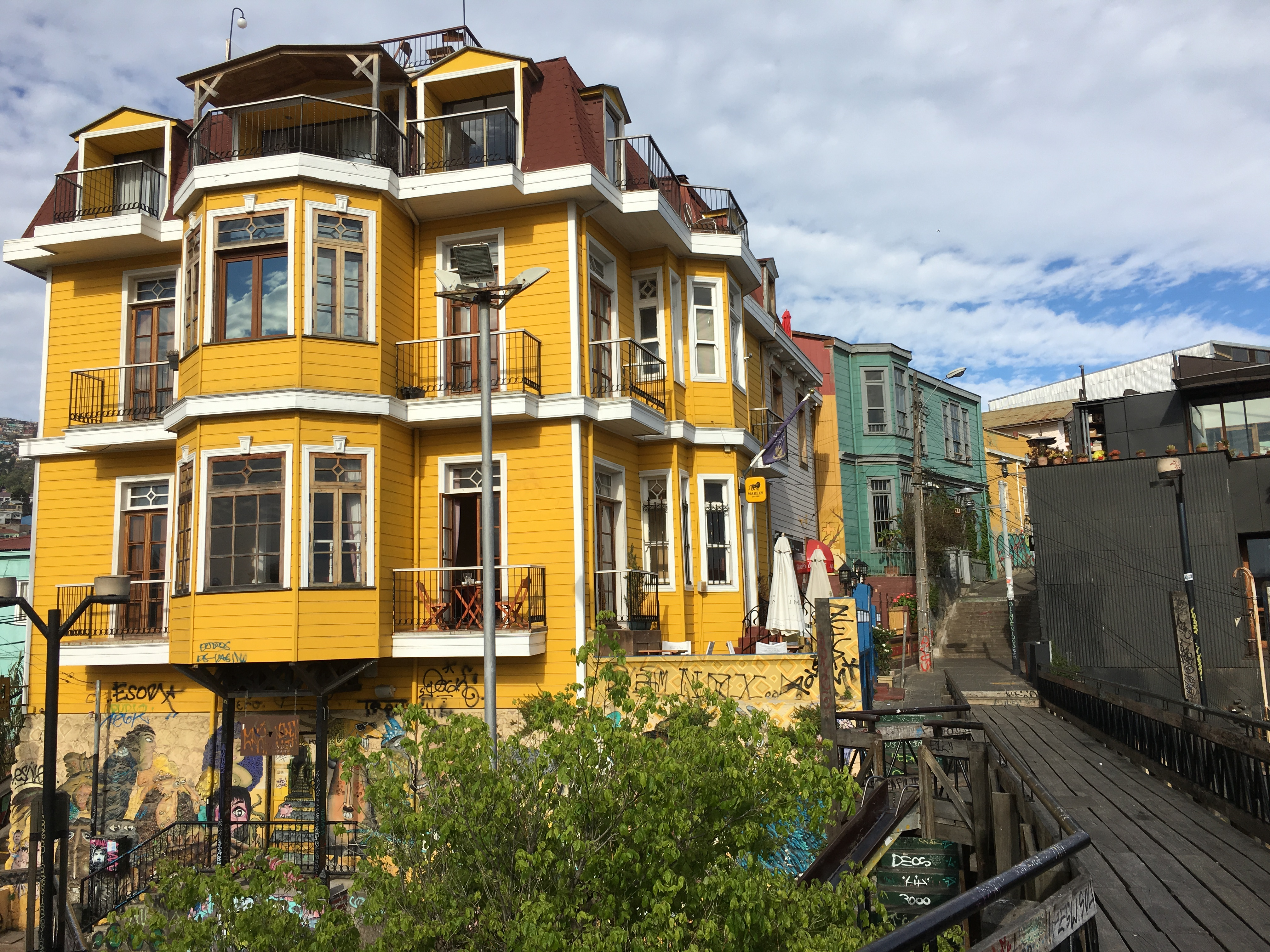 Valparaíso - Chile\'s most colorful City | beethetraveler